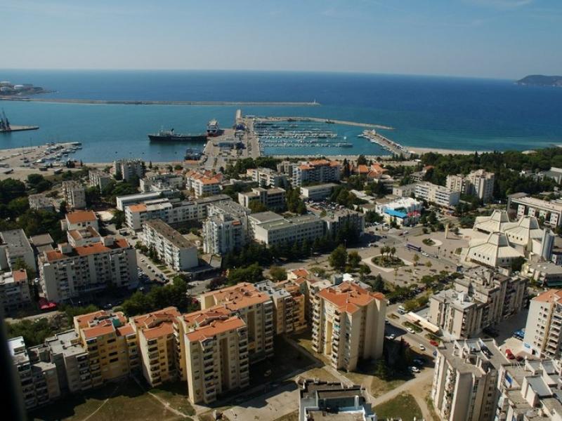 Reisen nach Bar die Stadt an der Küste in Montenegro ...